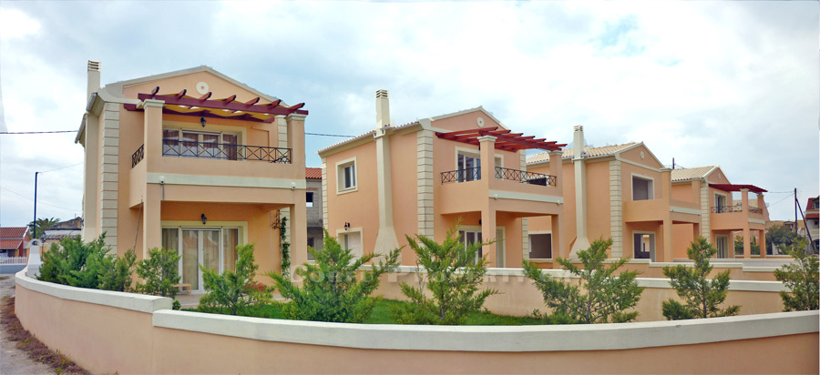 HOUSE FOR SALE IN ACHARAVI