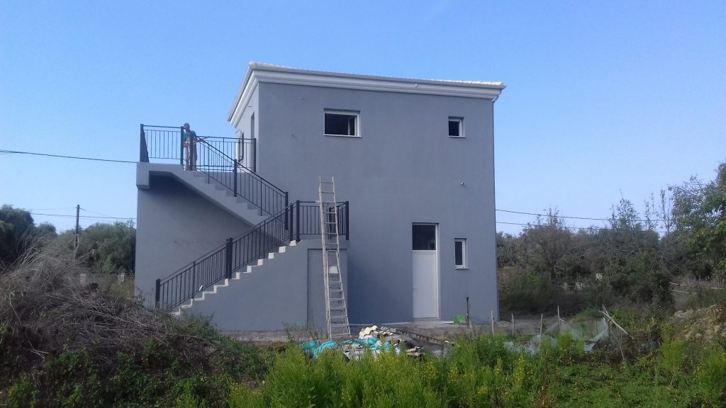 COMMERCIAL BUILDING FOR SALE IN KAVALOURI
