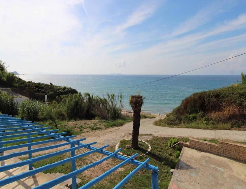 APARTMENTS & RESTAURANT BUILDING FOR SALE IN KAROUSADES