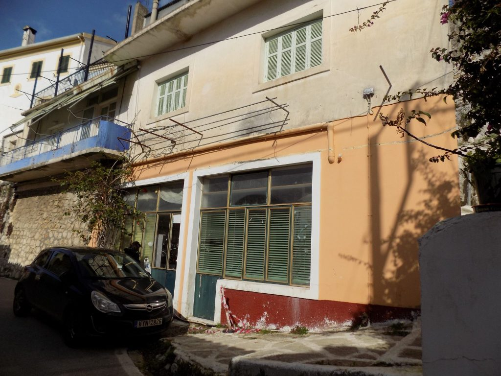 HOUSE FOR SALE IN NYMFES