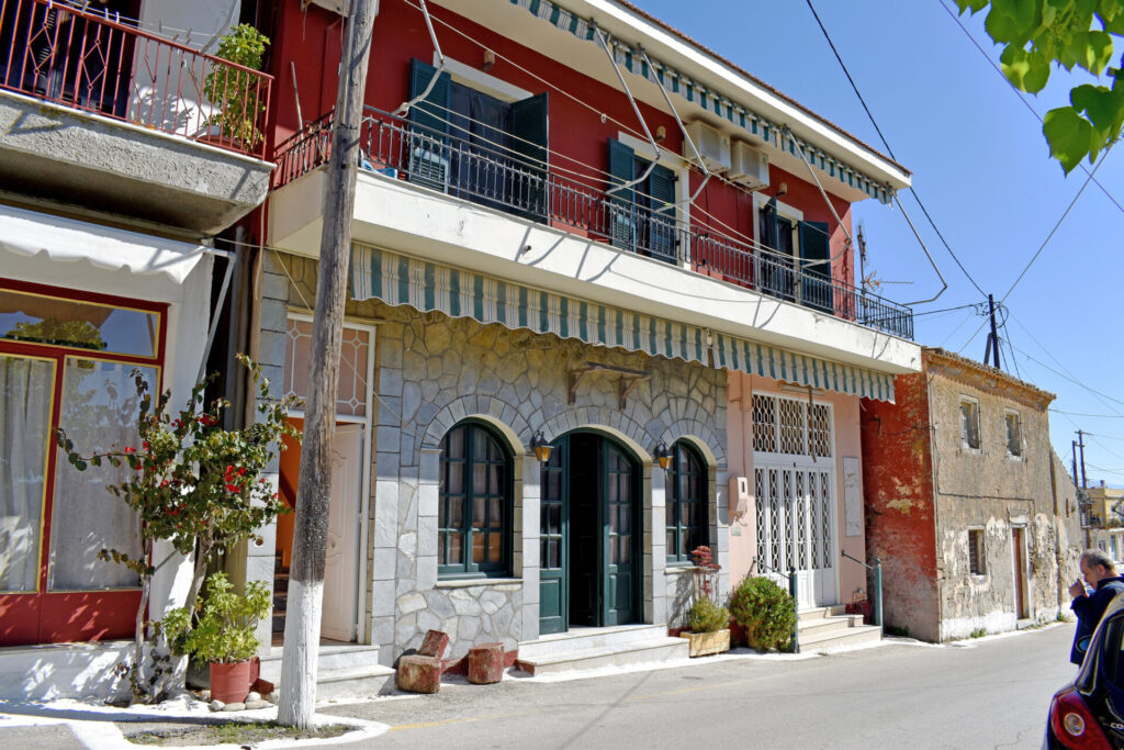 HOUSE AND COMMERCIAL BUILDING FOR SALE IN AVLIOTES