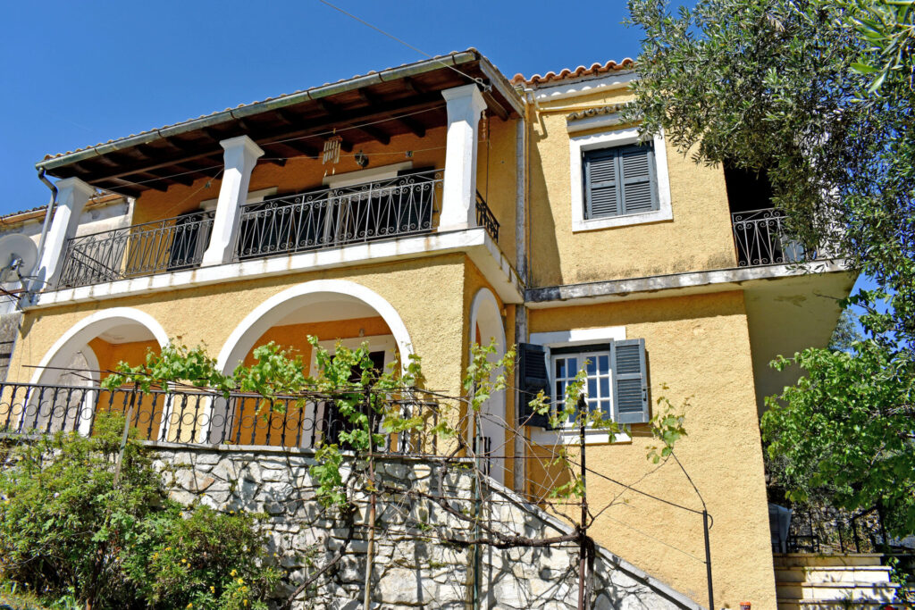 HOUSE FOR SALE IN SINIES